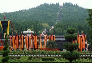 Tomb-of-Emperor-Qin-Shi-Huang