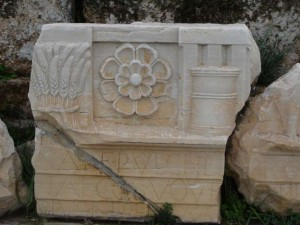 Eleusis-symbols-in-relief-300x225