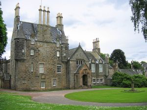 800px-LauristonCastleSouth (1)