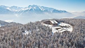 interalpen-hotel-tyrol-austria-winter.rend_.tccom_.966.544